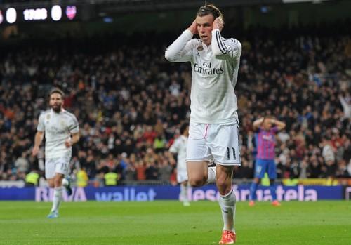 Bale marcheaza si protesteaza la adresa fanilor